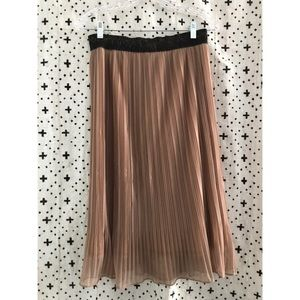 Pleated shimmery midi skirt
